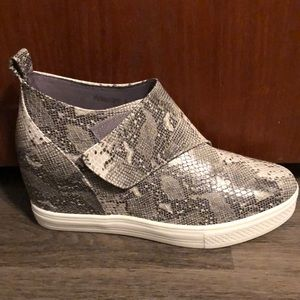 Snakeskin pattern raised heel sneakers. NEW!